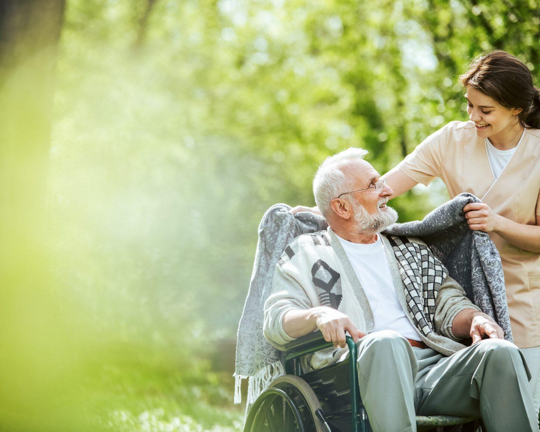 Häusliche Pflege eines älteren Herren